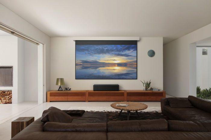 SONY na CES 2017 przedstawił projektor 4K HDR do wyświetlania z bardzo małej odległości - Nowy rozdział w historii kina domowego.