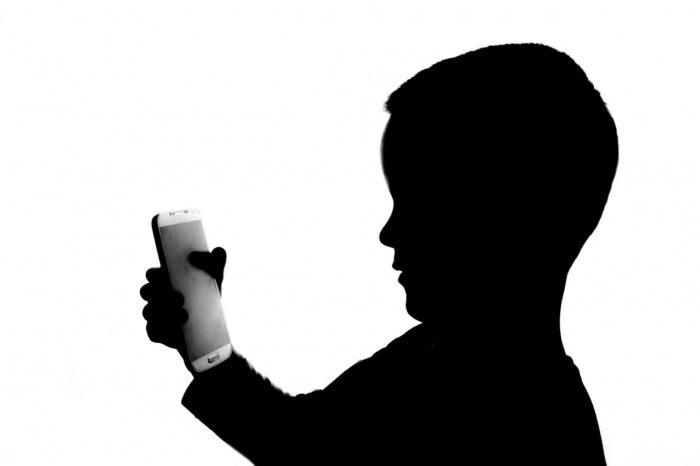Czy Twoje dziecko nie może żyć bez telefonu? Sprawdź czy to już nie nomofobia!