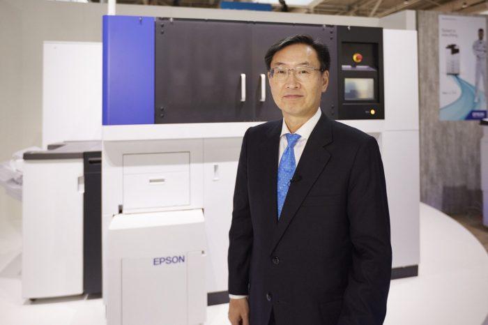 EPSON: PaperLab zrewolucjonizuje biurowy recykling - Europejska premiera pierwszego na świecie biurowego systemu do produkcji papieru bez użycia wody.