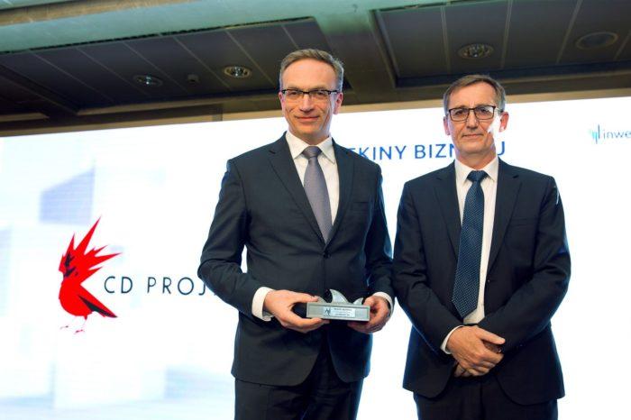 Prezes Grupy AB – numeru 1 w dystrybucji IT w Polsce i regionie CEE, Andrzej Przybyło podczas gali Rekiny Biznesu wręczył nagrodę spółce CD Projekt.