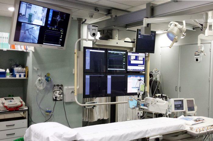 SONY dzięki kamerom PTZ Sony z serii SRG-300 umożliwia transmitowanie na żywo obrazu z operacji w celach szkoleniowych i edukacyjnych.