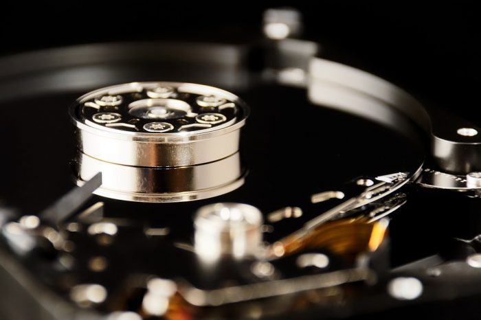 70 procent firm na świecie, coraz bardziej niepokoi się o koszty, wydajność i złożoność tradycyjnych rozwiązań do przechowywania danych.