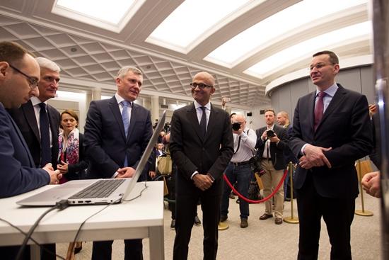 Wicepremier Mateusz Morawiecki spotkał się z CEO Microsoft Satyą Nadellą - ogłosili nową inicjatywę dla startupów na polskim rynku.