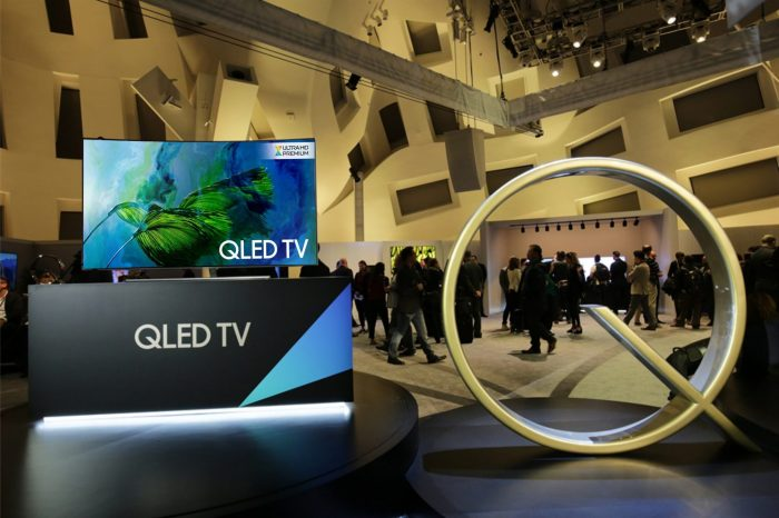 Samsung QLED TV, telewizor idealny do jasnych pomieszczeń - wyświetla obraz o optymalnej jakości i wyraźnym kontraście zarówno w dzień, jak i nocy.