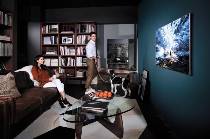 """Czy telewizory """"SMART"""" mogą być jeszcze bardziej """"SMART""""? Samsung w swojej najnowszej linii produktów z rodziny QLED TV udowadnia, że tak."""