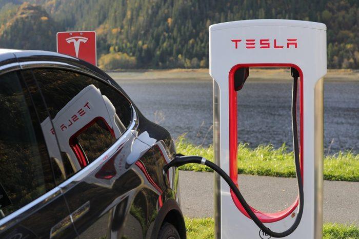 EFL: W Polsce prace nad rozwojem samochodów elektrycznych nabierają tempa, ale elektromobilność musi się przedsiębiorcy opłacać.