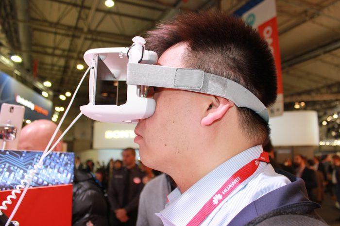 Wirtualna rzeczywistość przestaje być traktowana wyłącznie w kategorii zabawy, coraz więcej zastosowań technologii VR w praktyce.