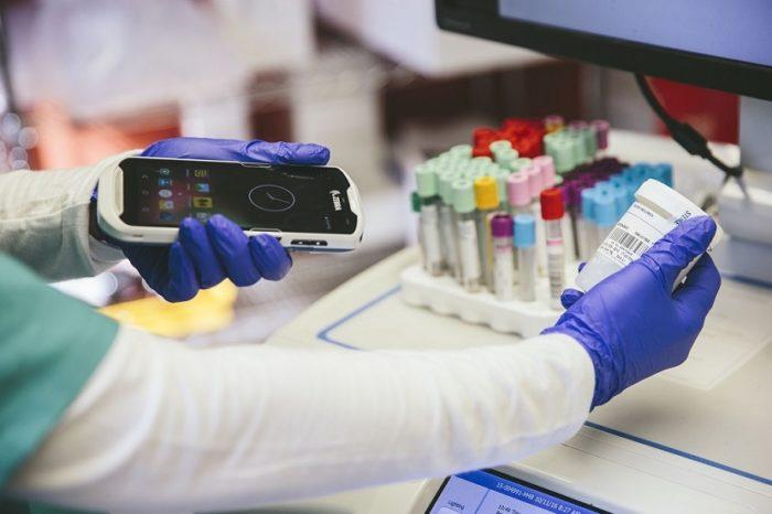 Zebra Technologies wprowadza mobilne urządzenia medyczne nowej generacji - Nowe skanery z serii DS8100-HC oraz komputer mobilny TC51-HC.