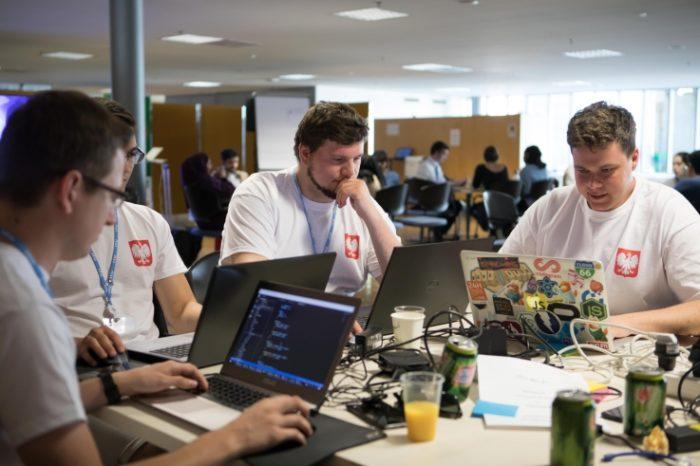 """Polska drużyna zajęła drugie miejsce na prestiżowym hackathonie """"Hack for Health"""" podczas WSIS Forum 2017 w Genewie."""