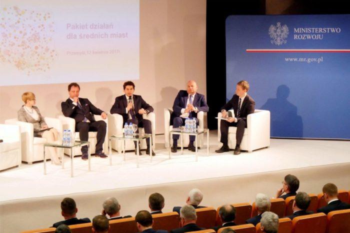 """""""Nowe podejście - nowe możliwości"""" – Konferencja Ministerstwa Rozwoju poświęcona projektowi Pakiet dla średnich miast."""