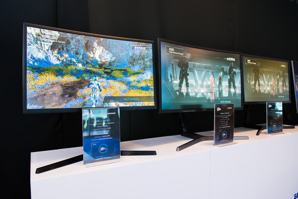 Samsung wprowadza na rynek pierwsze zakrzywione monitory do gier wyposażone w zaawansowaną technologię HDR QLED.