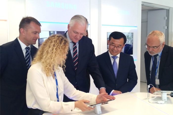 Samsung w biurowcu Warsaw Spire otworzył nowe centrum pokazowe dla klientów biznesowych - Samsung Mobile B2B Innovation Center.