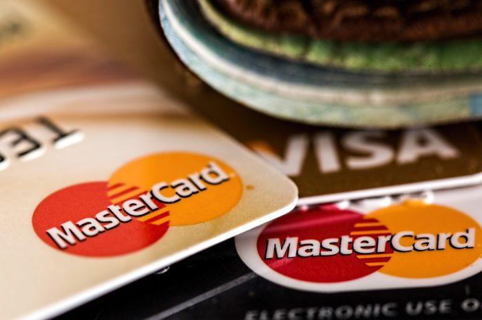 Klienci polskich instytucji finansowych w europejskiej czołówce, jeśli chodzi o korzystanie z bankowości online i mobilnej - badanie Mastercard.