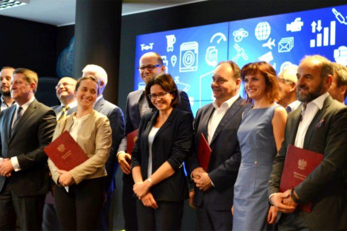 Anna Streżyńska, Minister Cyfryzacji podpisała Porozumienie na rzecz Strategii 5G dla Polski.