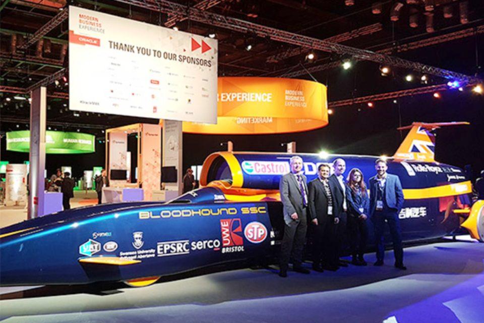 Projekt Bloodhound zmierza w kierunku bariery prędkości 1000 mil na godzinę (ok. 1609 km/h) z Oracle jako partnerem w dziedzinie chmury.