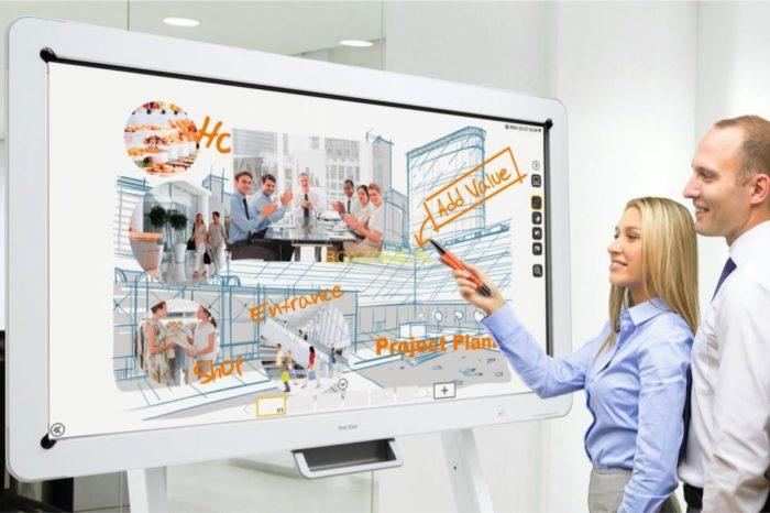Nowy wymiar szkoleń z tablicami interaktywnymi Ricoh o rozdzielczości 4K UHD z myślą o efektywnym szkoleniu i wspólnej pracy.