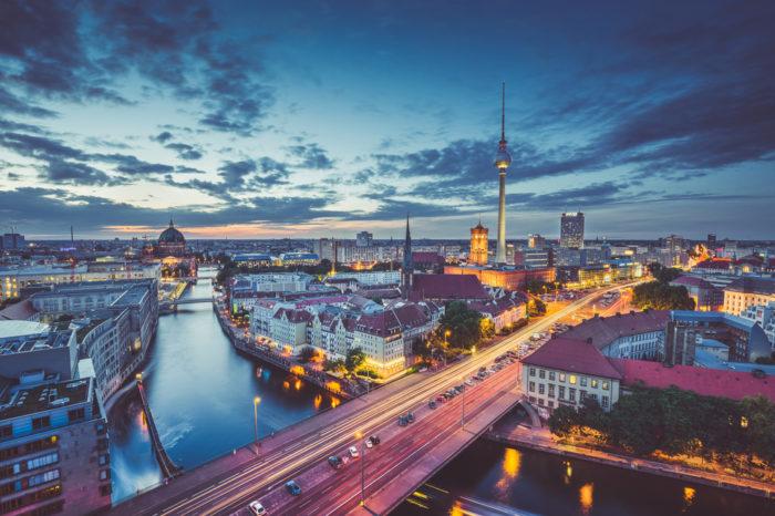 Grupa TenderHut otwiera nowe biuro w Berlinie, oraz prezentuje nową spółkę w swoim portfolio specjalizującą się w cyberbezpieczeństwie.