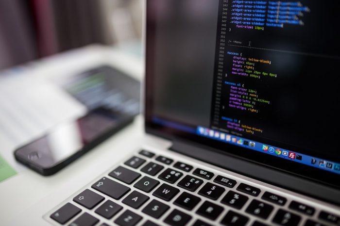Co 4 programista z Europy Środkowo-Wschodniej mieszka w Polsce, dzięki czemu jesteśmy atrakcyjną lokalizacją dla rozwoju inwestycji z branży IT.
