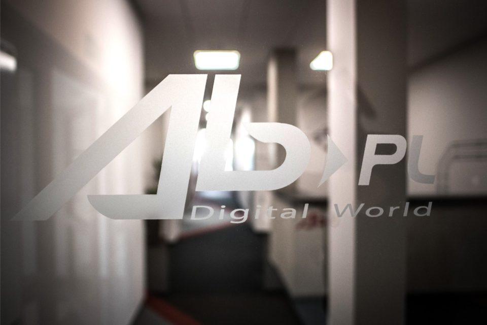 Grupa AB, lider dystrybucji LCD i LFD w Polsce, poszerza swoją ofertę monitorów profesjonalnych o produkty marki SHARP.