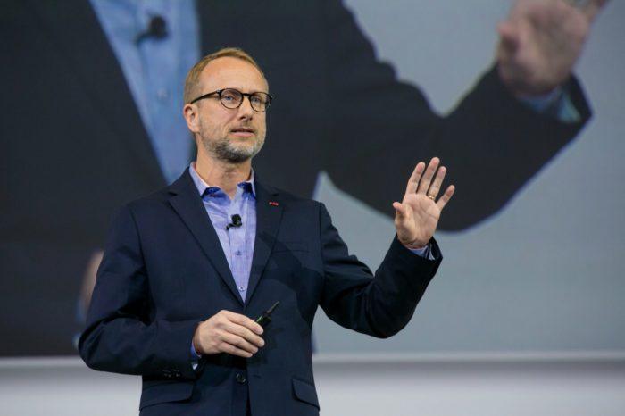 Dyrektor ds. cyfryzacji w Grupie ABB - Guido Jouret w wywiadzie o sztucznej inteligencji, która podniesie poziom cyberbezpieczeństwa i o cyfrowych produktach, które nie muszą być zwykłymi gadżetami.