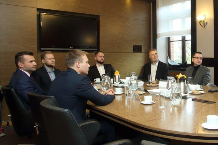Debata IT Reseller Business Club – Biznes w Chmurze, Chmura w biznesie (cz. 1 z 3): W Polsce wciąż przewagę ma konserwatyzm IT, chłodny wobec chmury.