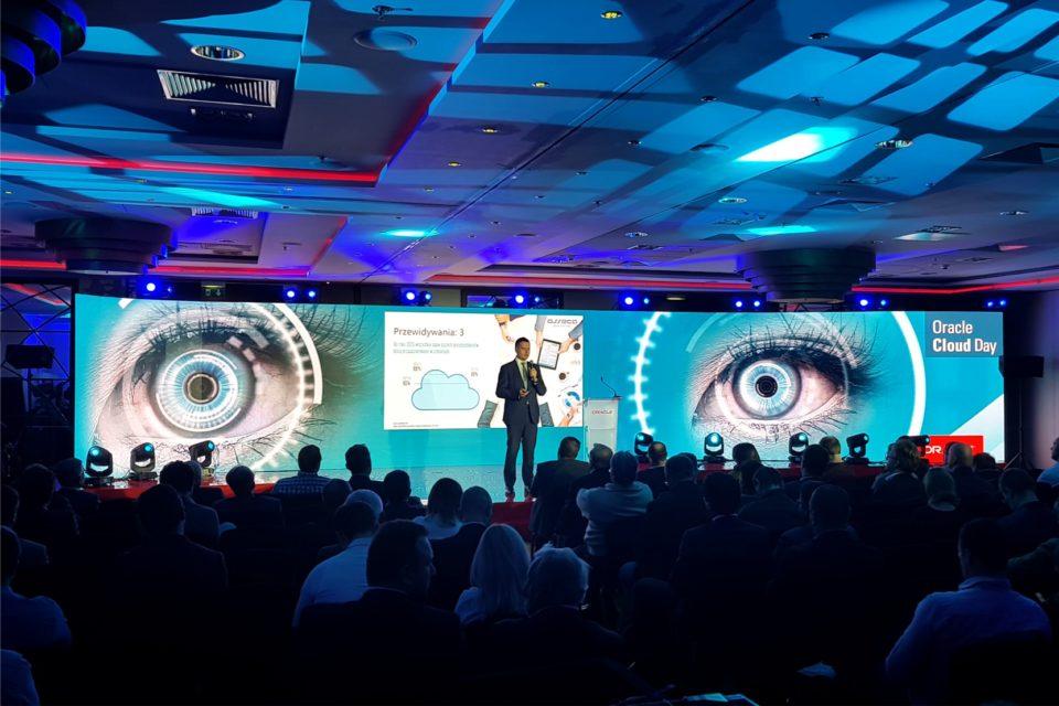 Oracle Modern Customer Experience - Sztuczna inteligencja Oracle kształtuje przyszłość zarządzania doświadczeniami klientów, nowa platforma Oracle CX Cloud łączy sztuczną inteligencję, zaawansowaną analizę danych oraz narzędzia głosowe i video.