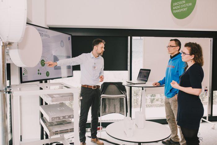 Ericsson podczas otwarcia Ericsson Garage w krakowskim Research & Development Center zademonstrował po raz pierwszy w Polce, systemy w technologii 5G.