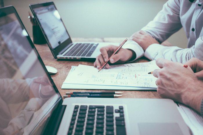 Globalne wydatki na oprogramowanie dla przedsiębiorstw spadają po raz pierwszy od 10 lat. W tym roku mają osiągnąć około 426 miliardów dolarów.