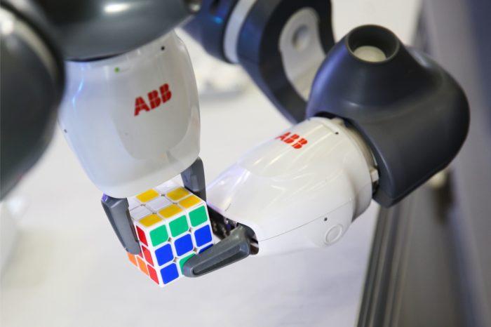 """ABB i Kawasaki Heavy Industries - globalni dostawcy automatyki przemysłowej i robotów, łączą siły dla rozwoju robotów współpracujących """"cobotach"""""""