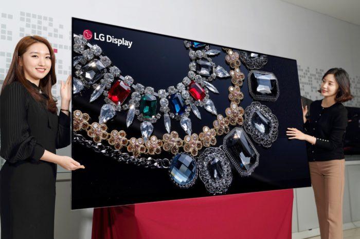 LG Display podczas targów CES 2018 w Las Vegas, prezentuje pierwszy na świecie 88-calowy wyświetlacz OLED o rozdzielczości 8K.