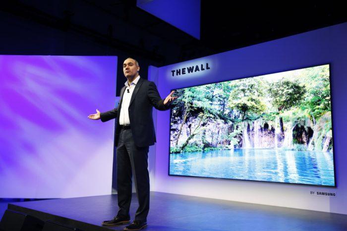Samsung The Wall - 146-calowy modułowy ekran z samodzielnie emitującą światło technologią MicroLED, zaprezentowany na imprezie First Look 2018.
