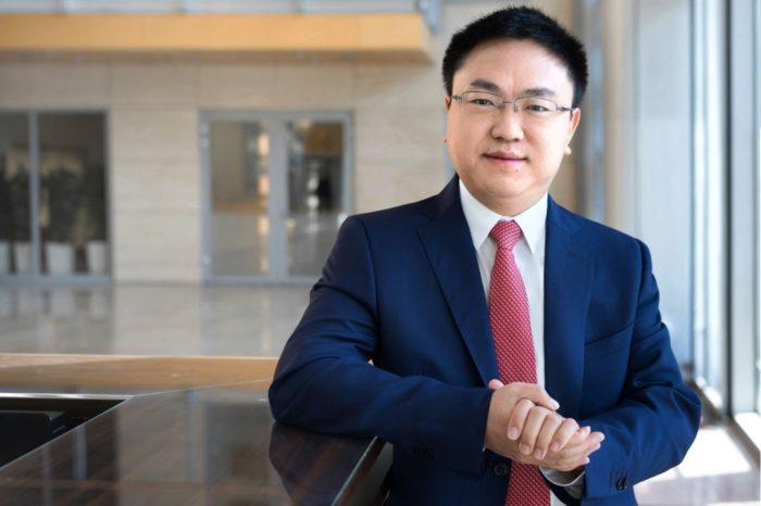 Aż 90 % obecnej wiedzy naukowo-technicznej, niezbędnej aby uruchomić sieci mobilne nowej generacji 5G, należy do Huawei - tłumaczy Tonny Bao, dyrektor zarządzający Huawei Polska.