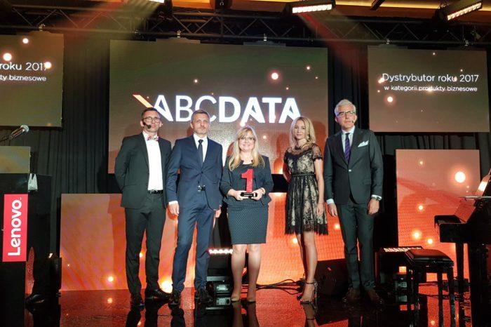 """ABC Data S.A. podczas uroczystej gali LENOVO TOP PARTNERS AWARD 2018 została wyróżniona nagrodą """"Dystrybutora Roku 2017"""" w kategorii produkty biznesowe."""