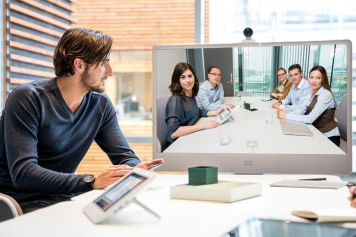 Nowe funkcje zintegrowanej platformy Cisco Webex wykorzystują sztuczną inteligencję i rzeczywistość rozszerzoną, aby zwiększyć efektywność spotkań i współpracy.