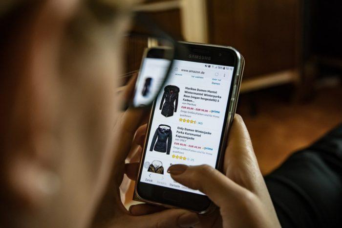 Polacy robią zakupy nie tylko na rodzimych stronach internetowych, z każdym rokiem znacząco rośnie segment handlu transgranicznego - wynika znajnowszego raportu E-commerce w Polsce 2018.