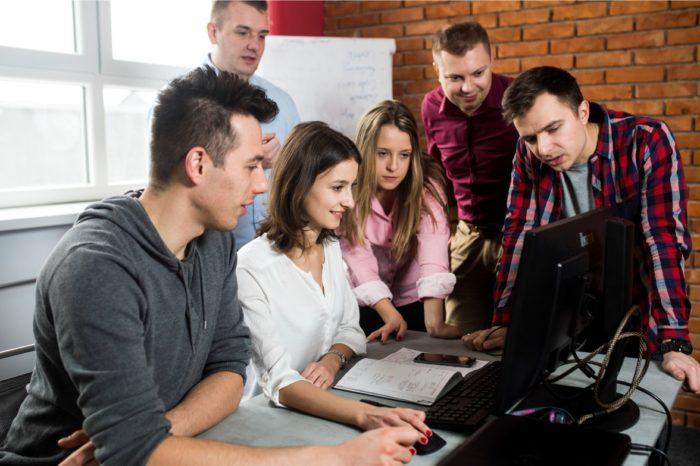 Branża IT kusi nie tylko absolwentów i uczniów szkół wyższych, ale jak zdobyć dofinansowanie na naukę programowania?