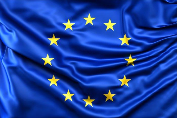 Komisja Europejska zmusi Facebooka, Google, Twittera i innych gigantów technologicznych do intensyfikacji działań przeciwko fake newsom.