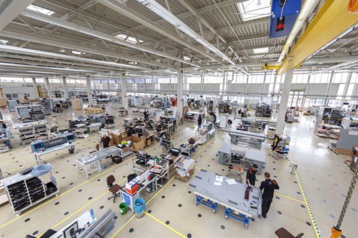 Canon rozszerza swoją działalność w Europie - przenosi całą produkcję ploterów płaskich Océ Arizona do Europy, powstałe nowe centrum produkcyjne będzie jeszcze ściślej współpracować z działem R&D.