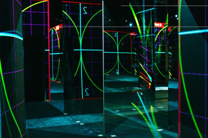 EPSON realizuje interaktywną wystawę japońskiej grupy teamLab na 135 projektorach, w muzeum sztuki współczesnej Amos Rex w Helsinkach.