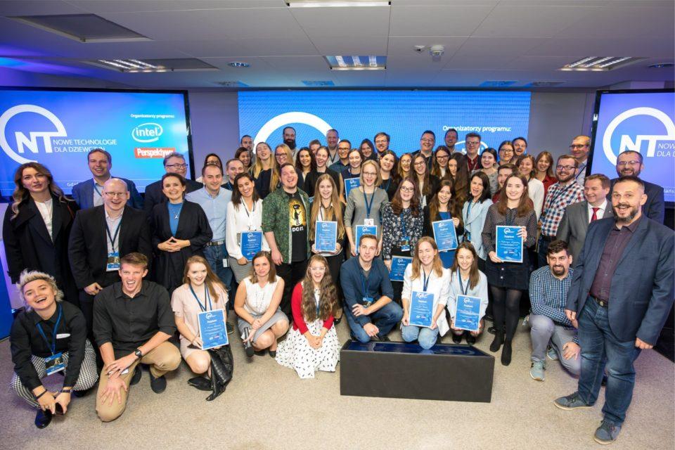Intel i Fundacja Edukacyjna Perspektywy, kolejny rok z rzędu przyznały stypendia w ramach programu Nowe Technologie dla Dziewczyn.