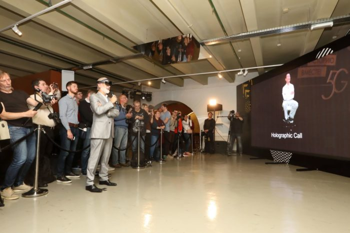 VimpelCom (marka Beeline) i Huawei zaprezentowały najnowszą, piątą generację technologii połączeń mobilnych 5G - przetestowano pierwsze połączenie holograficzne 5G.