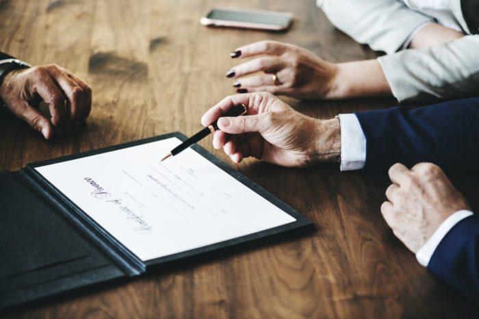 Grupa ALSO Holding oraz Grupa MCI wezwały do sprzedaży akcji ABC Data, stanowiących 37,1 proc. głosów na Walnym Zgromadzeniu Akcjonariuszy po 1,30 zł za sztukę.