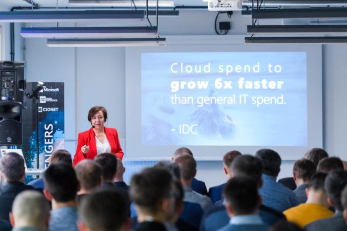 Nie ulega wątpliwości, chmura to konieczność… i kropka. Dzisiaj nikt nie pyta, czy warto, ale w jakim stopniu korzystać z chmury, by przyniosła profity dla organizacji. -  Magda Taczanowska, Dyrektor segmentu Enterprise w Microsoft Polska.