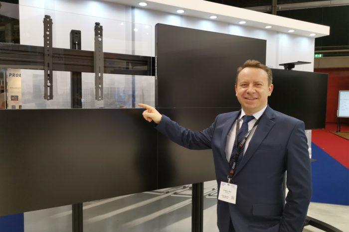EDBAK podczas ISE 2019 zaprezentował najnowszą linię produktów aluminiowych: wózki do wideokonferencji, ściany wideo do monitorów LCD i ekranów LED oraz uchwyty do projektorów.