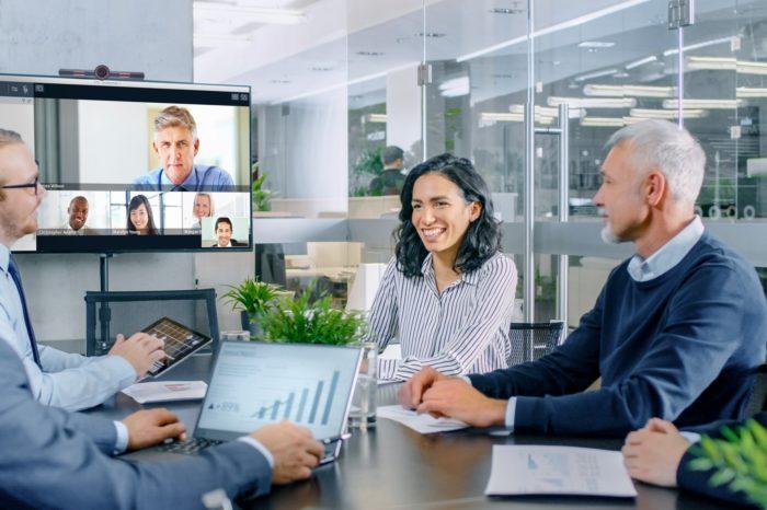 Avaya zaprezentowała nowe możliwości rozwiązania Avaya OneCloud CCaaS, które zapewniają klientom osiągnięcie lepszych wyników dzięki połączeniu komunikacji głosowej i cyfrowej oraz aplikacji AI w jednym środowisku.