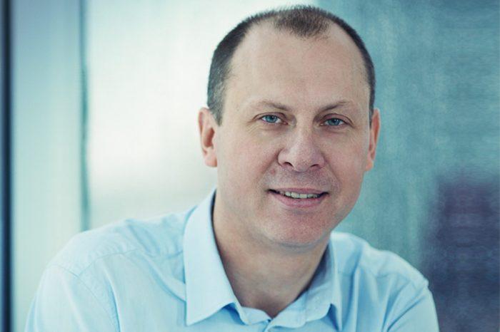 Automatyzacja oparta na sztucznej inteligencji ułatwia współpracę świata fizycznego ze światem cyfrowym - potwierdza Jacek Żurowski, Dyrektor na Europę Środkową w Zebra Technologies.