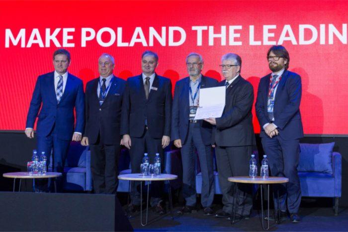 """Podpisano """"Porozumienie: na rzecz edukacji społeczeństwa w zakresie cyfryzacji i nowoczesnych technologii oraz promocji Polski"""" podczas 11 Forum Gospodarczego TIME w ramach inicjatywy Digital Week."""