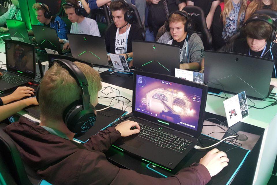 Świat gracza nie musi się już ograniczać do czterech ścian. Grać już można wszędzie – laptopy gamingowe dorównują komputerom stacjonarnym, a niektóre nawet je przewyższają!