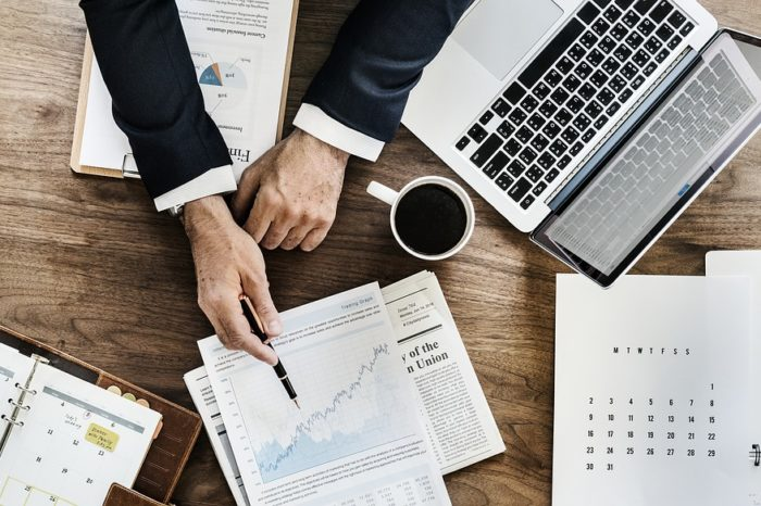 Jawność wynagrodzeń w branży IT, właśnie w tek branży najczęściej spotkamy widełki płacowe, jednak jak pokazuje badanie HRK nadal zdecydowana większość firm unika tematu wynagrodzeń.