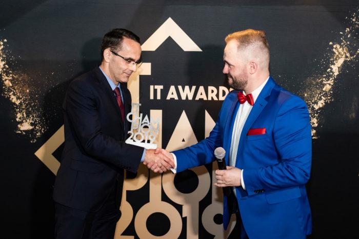 Dell Technologies Polska zdobywcą 3 nagród IT Champion 2019! Firma zwyciężyła w kategoriach Multicloud oraz Rozwiązania dla Biznesu. Dariusz Piotrowski uhonorowany tytułem Osobowości Branży IT.